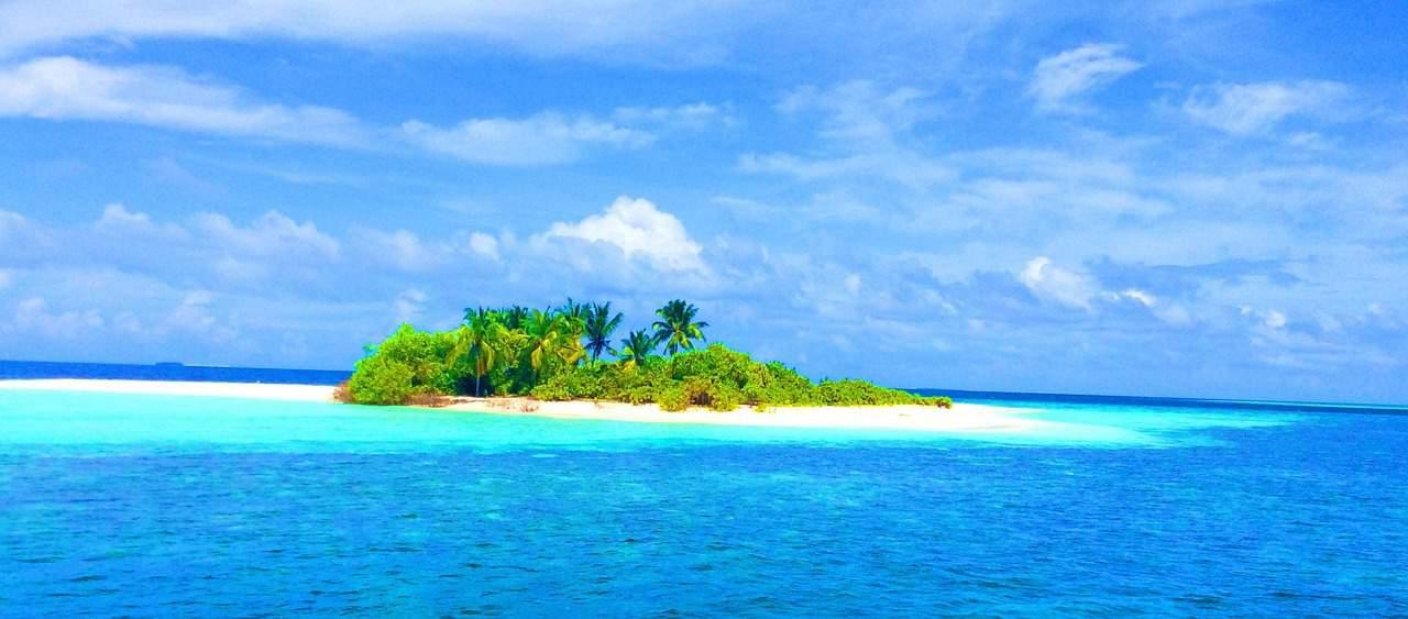 אי בים